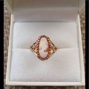 Jewelry - Ladies classic 10KT gold carved Cameo ring